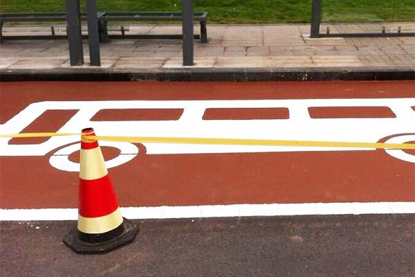 公交站台彩色路面